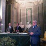 02 - Ad Ermanno Barni (a Dx) viene assegnato il premio Sessa